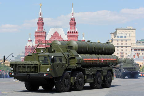 RUSSIA AND INDIA SIGN CONTRACT ON SUPPLY OF S-400 MISSILE SYSTEMS, FRIGATES